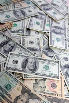 Banknoten des amerikanischen dollars viele banknotenrechnungen