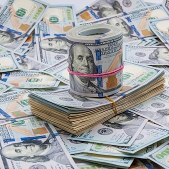 Banknoten von einhundert us-dollar