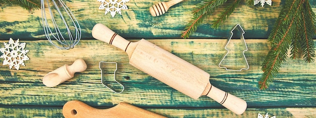 Banner des weihnachtskochens oder des backens des lebensmittelhintergrunds mit küchenutensilien