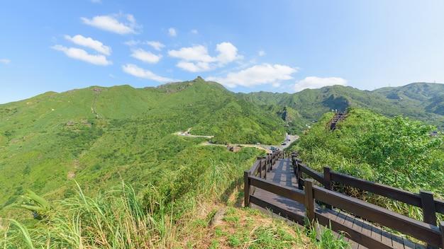 Baoshishan lookout holzbalkon in ruifang, new taipei city, taiwan