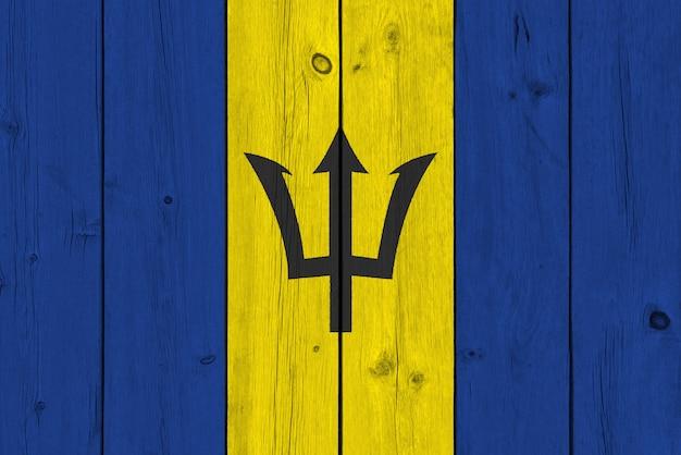 Barbados-flagge gemalt auf alter hölzerner planke