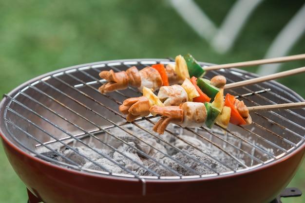 Barbecue mit gegrilltem satay