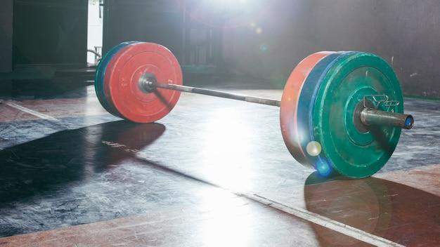 Barbell im fitnessstudio