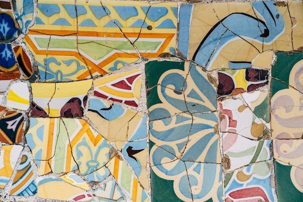 Barcelona spanien dezember closeup mosaik antonio gaudi im park güell barcelona bar