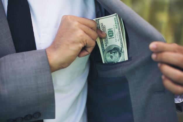 Bargeld bezahlt mann reichtum