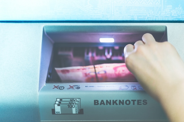 Bargeld in bank atm betrieb