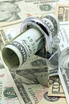 Bargeld sparen versicherungskonzept