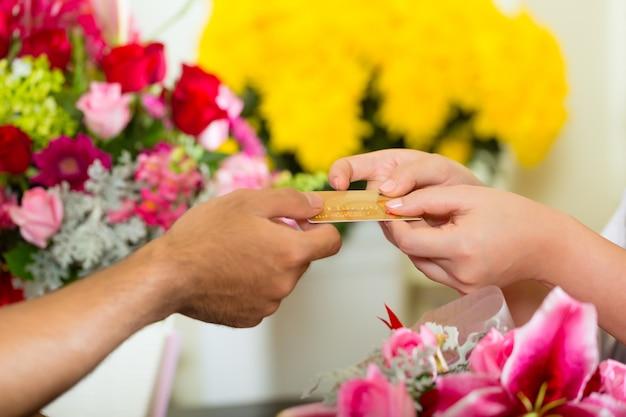 Bargeldlos - blumenkauf mit kreditkarte
