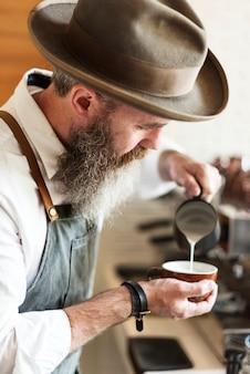 Barista bereiten kaffee-arbeitsauftrag-konzept vor