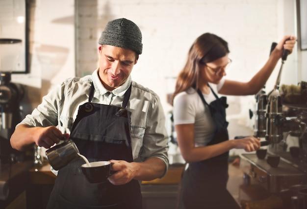 Barista parepare kaffee-arbeitsauftrag-konzept