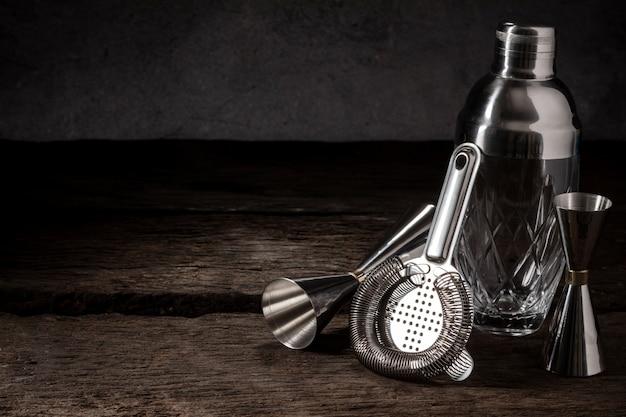 Barmixerausrüstungs-rüttlersiebjigger auf holz