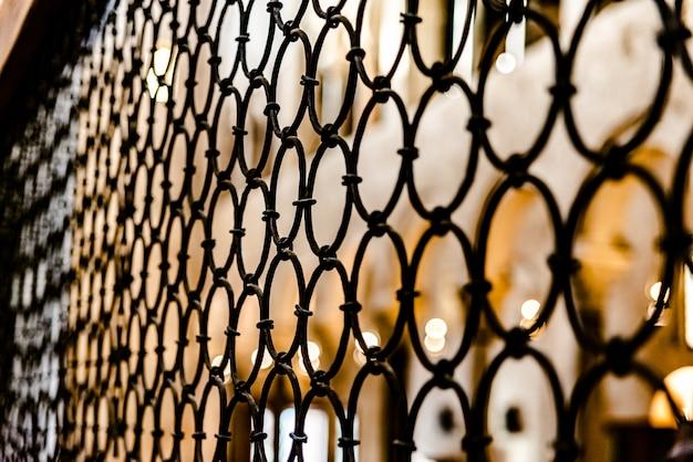 Bars des innenraums einer kathedrale