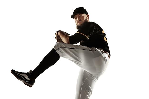 Baseballspieler, krug in einer schwarzen uniform, die auf einem weißen hintergrund übt und trainiert.