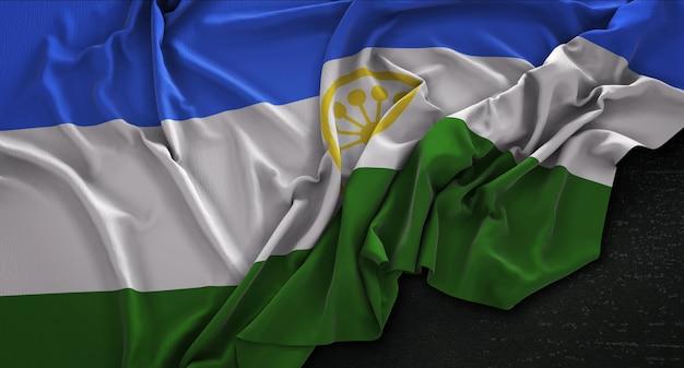 Bashkortostan fahne geknittert auf dunklem hintergrund 3d render