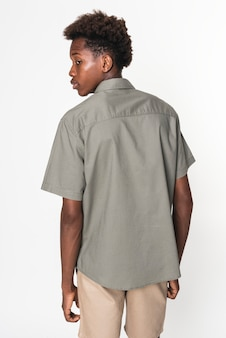 Basic graues shirt für jungs jugendbekleidung studioshooting