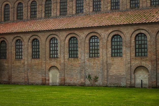 Basilika sant apollinare in classe, ein wichtiges denkmal der byzantinischen kunst in ravenna, italien