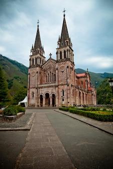 Basilika von covadonga, cangas de onis, asturien, spanien