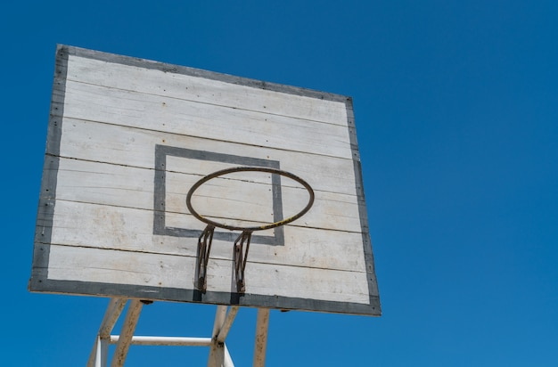 Basket hoop über himmel.