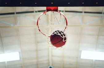 Basketball im Spannreifennetz