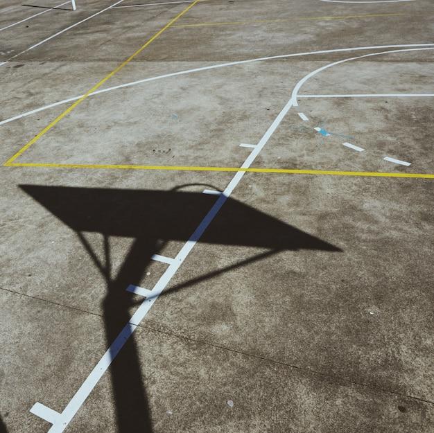 Basketball-sportplatz auf der straße