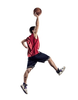 Basketballspieler in aktion isoliert auf weißem hintergrund white