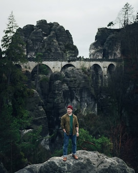 Bastei-brücke in der sächsischen schweiz im herbst, deutschland