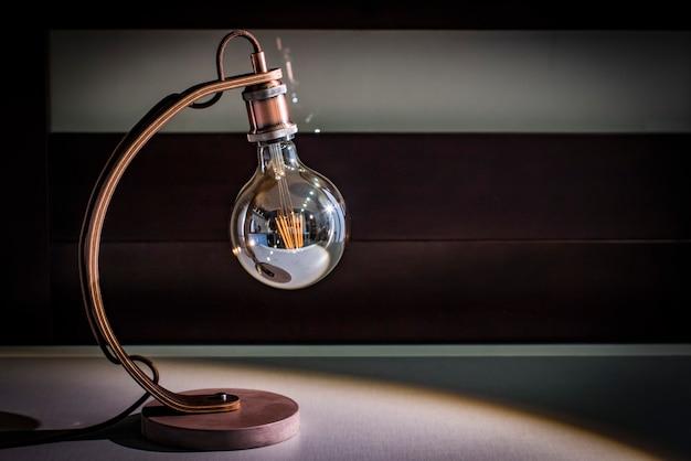 Basteltischlampe-schreibtisch, edisonlampe, betonplattform, wengeholzbein, nachtlampe, dachbodenlampe