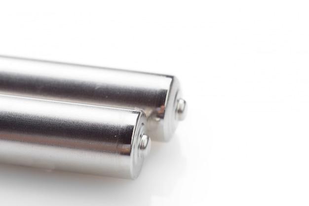 Batterie auf einem weißen hintergrund