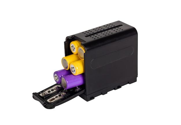 Batteriehalterbox für kamera. batterie-power-gehäuse. isoliert auf weißem hintergrund.