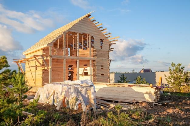Bau eines hauses aus laminiertem furnierholz