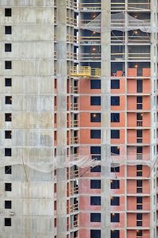 Bau eines modernen hochhaushauses.