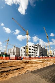 Bau eines neuen mehrstöckigen wohnhauses