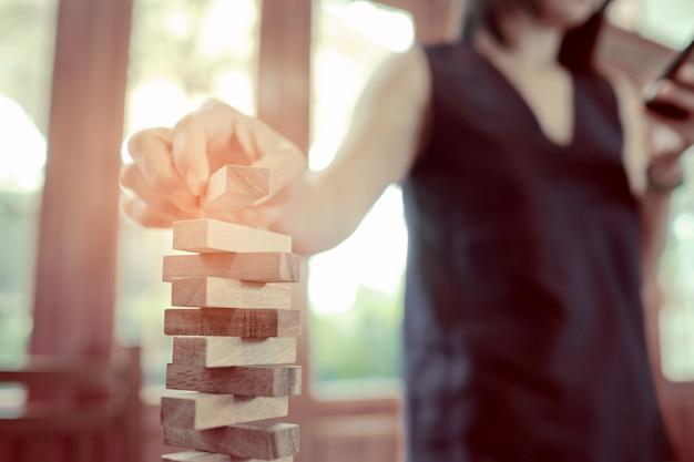 Bau von holzklötzen, plan und strategie