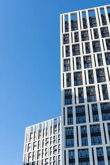 Bau von mehrstöckigen wohngebäuden, neuen häusern in kiew, der hauptstadt der ukraine