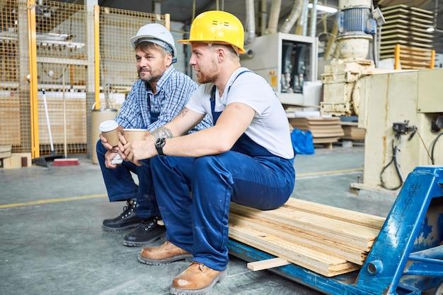 Bauarbeiter auf kaffeepause