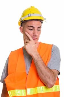 Bauarbeiter denken und planen beim hinunterblicken