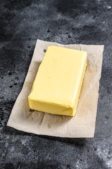 Bauernhof bio-butter auf dem tisch