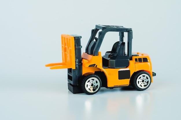 Baufahrzeuge und schwere maschinen. industriefahrzeuge gelber gabelstapler.