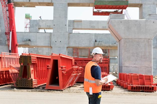 Bauleiter auf einer baustelle