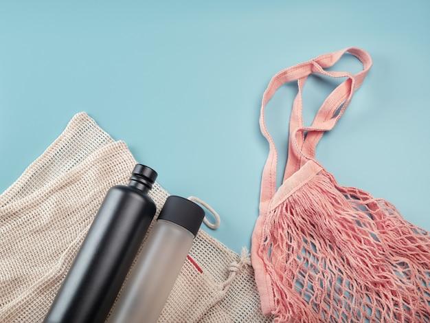 Baumwoll-öko-taschen und wasserflaschen