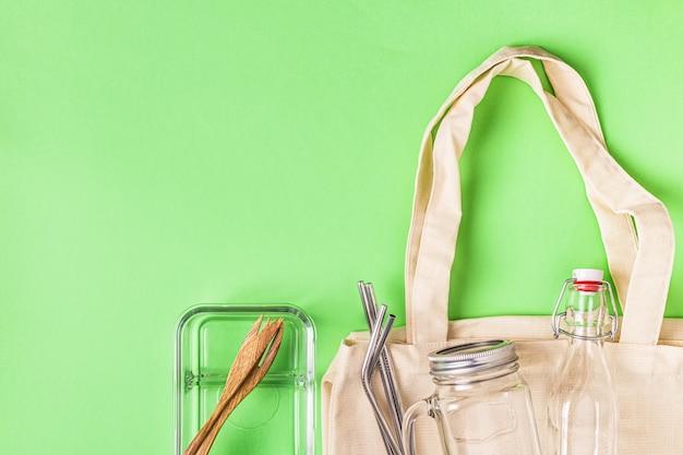 Baumwolltaschen und glaswaren zum kostenlosen einkaufen in plastik. null-abfall-konzept.