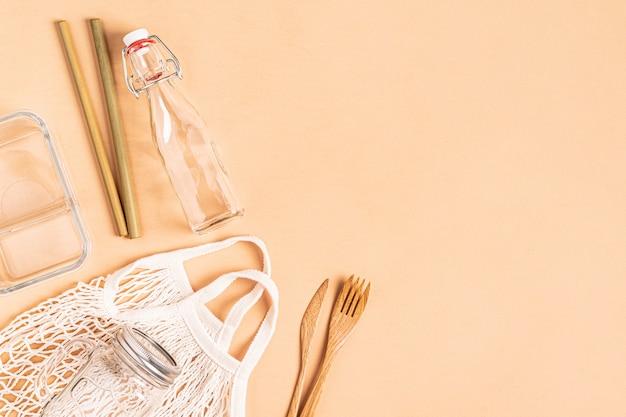 Baumwolltaschen und glaswaren zum kostenlosen einkaufen in plastik