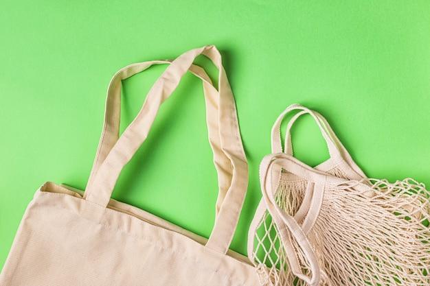 Baumwolltaschen zum kostenlosen einkaufen in plastik. null-abfall-konzept.