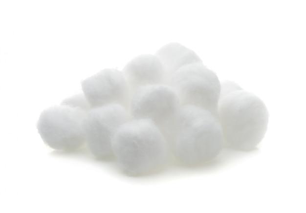 Baumwollwolle lokalisiert auf weißem hintergrund