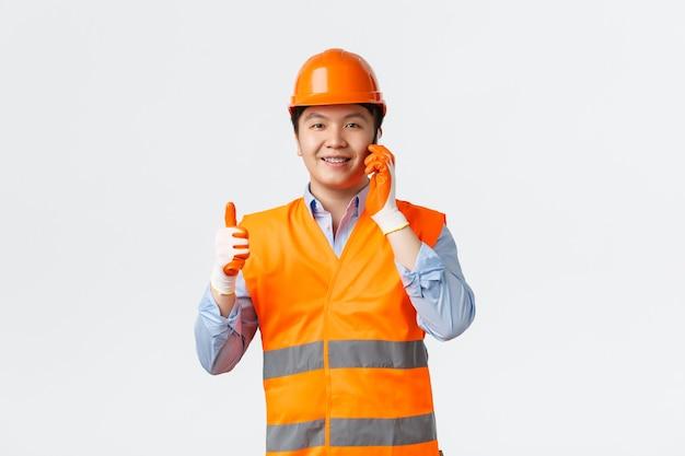 Bausektor und industriearbeiterkonzept. der bauleiter erhielt die erlaubnis oder genehmigung von