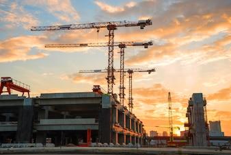 Baustelle bei Sonnenaufgang