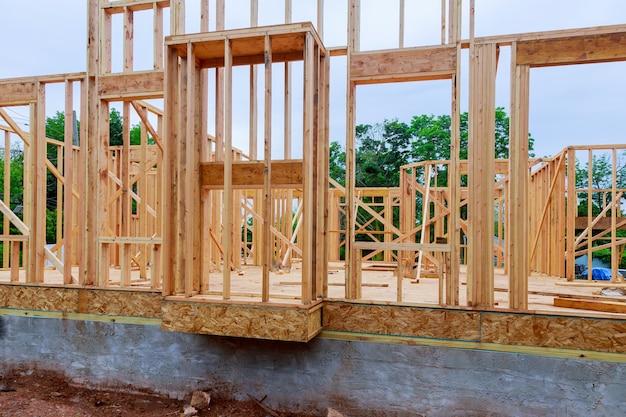 Baustelle mit neuen häusern im bau