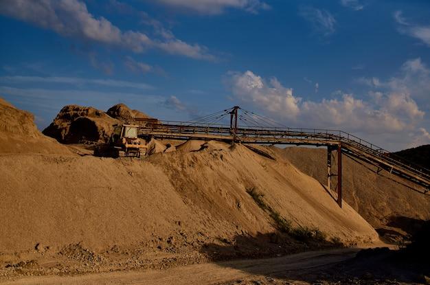 Baustoffe maschinenarbeit bulldozer sand kies