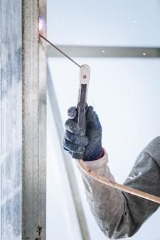 Bautechniker schweißen stahl