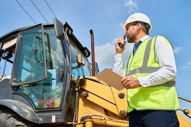 Bauvorarbeiter arbeiten vor ort